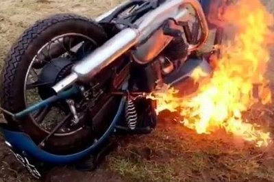 A 1951 Triumph Thunderbird is torched by vandals Screenshots / Gameplay - image 769533