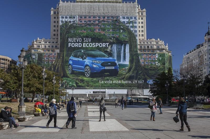 Ford Enters Guinness World Records with a Billboard