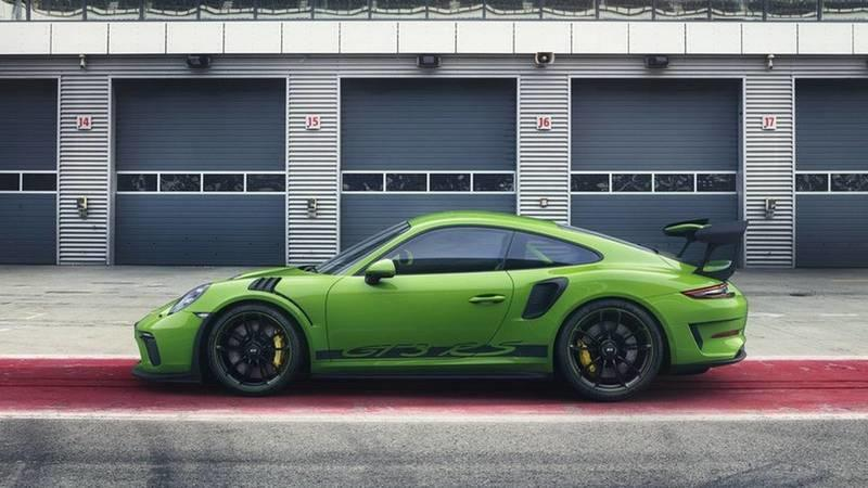 Hulk-Green 2018 Porsche 911 GT3 RS Leaks Prior to Debut Exterior - image 765600