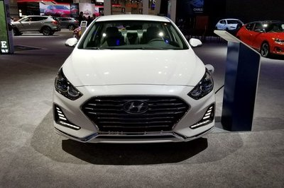 Hyundai Sonata Hybrid Gets More Power, Better Mileage in Chicago - image 766155
