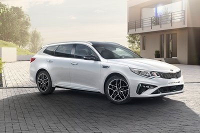 Visual Comparison: 2019 Volvo V60 Wagon vs 2019 Kia Optima Sportswagon - image 770841
