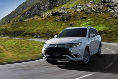 Mitsubishi to Showcase New Outlander PHEV in Geneva with Better Tech, Revised Looks - image 770057