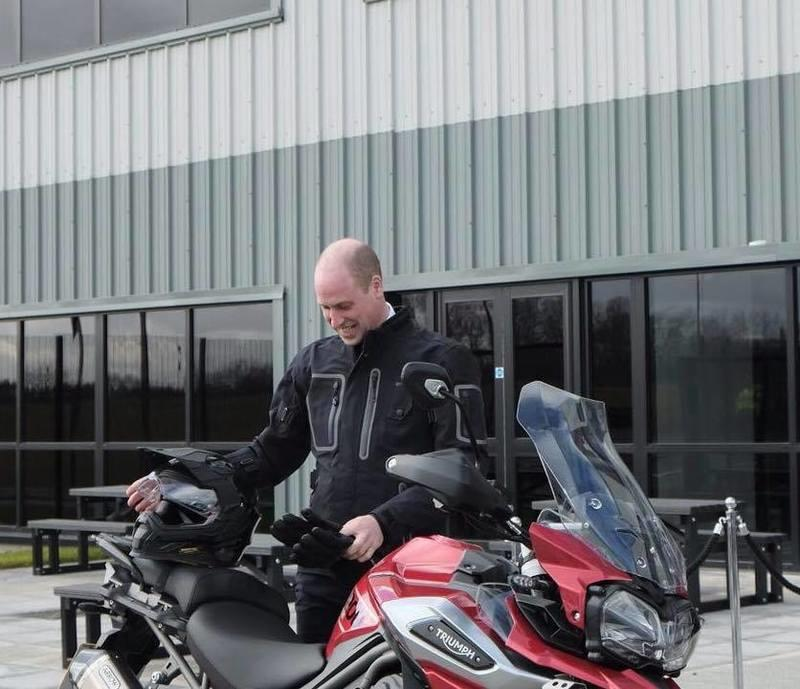 The Duke of Cambridge gets a taste of the Triumph Tiger 1200 XRT - image 770400
