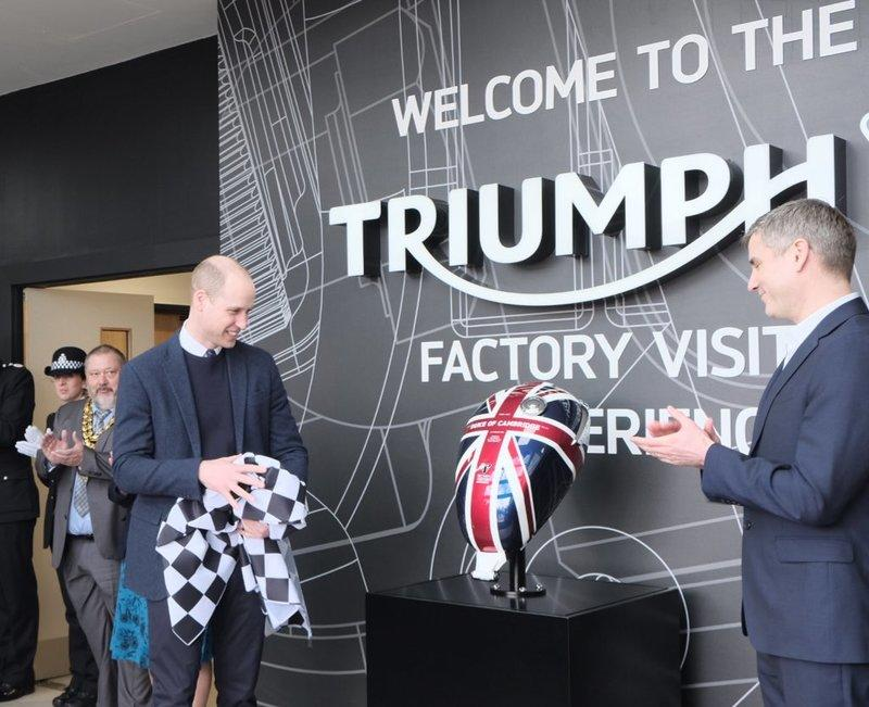 The Duke of Cambridge gets a taste of the Triumph Tiger 1200 XRT - image 770406