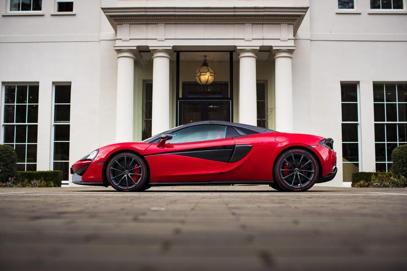 There's a Special McLaren 570S Just for Valentines Day! Exterior - image 767944