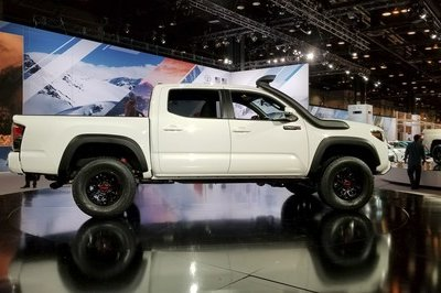 Toyota Ups the Ante With 2019 Tacoma TRD Pro - image 766125