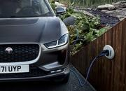 Mercedes-Benz EQC vs Jaguar I-Pace - image 771264