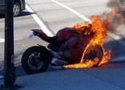 Ducati's Panigale V4 goes up in flames. Owner gets a replacement immediately - image 774801