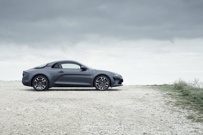 The Alpine A110 Range Gets a Little More Diversity with the Pure and Légende Trim Levels - image 772748