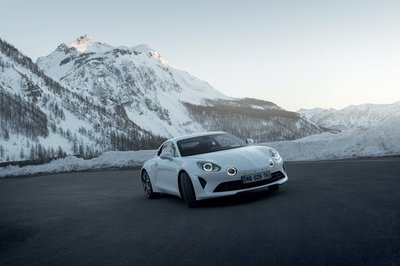 The Alpine A110 Range Gets a Little More Diversity with the Pure and Légende Trim Levels - image 772740