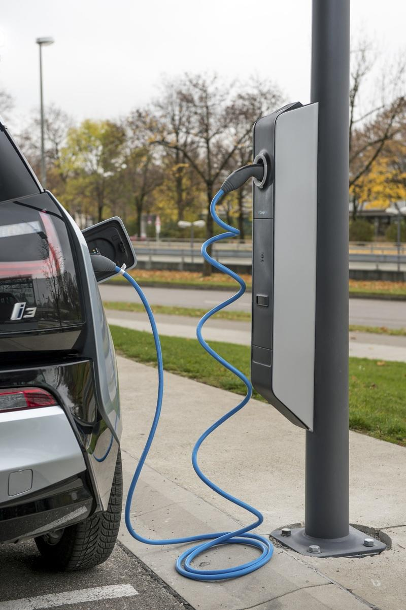 BMW's Electric Offensive Now Includes 80,000 New Public Charging Poles in China