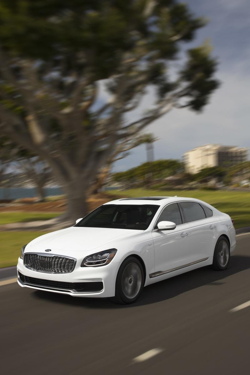 The new Kia K900 is here to make you forget about the Mercedes S-Class and BMW 7 Series