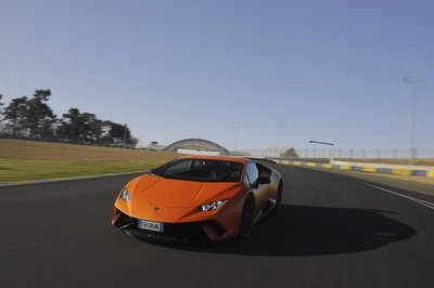 Lamborghini Toots its Own Horn Over the Huracan Performante Setting Records on a Handful of International Circuits - image 771439