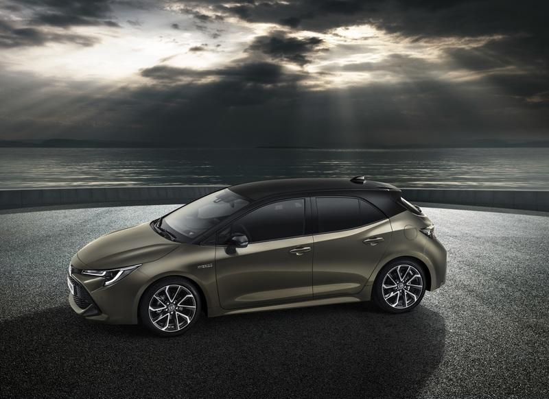 The Toyota Auris Kicks Dirt at the Honda Civic and Mazda3 with a Bold New Look