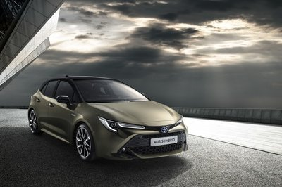 The Toyota Auris Kicks Dirt at the Honda Civic and Mazda3 with a Bold New Look - image 772423
