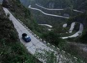 Video of the Day: Did the Range Rover Sport Just Take the Tianmen Road Record from the Ferarri 458 Italia? - image 773755