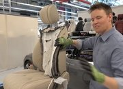 Video of the Day: What's Inside a Mercedes S-Class Seat - image 775337