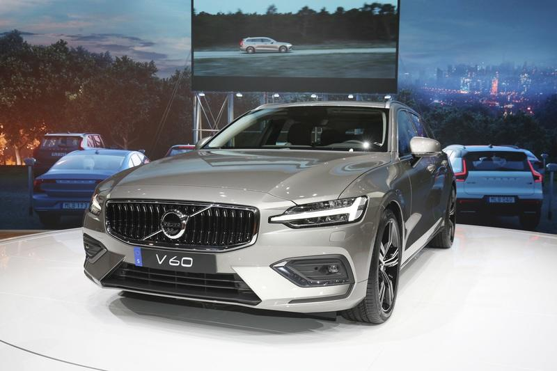 Volvo Unveiled the V60 as the BMW 3-Series Touring, Mercedes C-Class Wagon, and Audi A4 Avant Trembled with Fear Exterior - image 772793