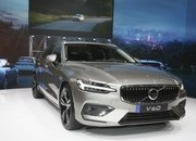 Volvo Unveiled the V60 as the BMW 3-Series Touring, Mercedes C-Class Wagon, and Audi A4 Avant Trembled with Fear - image 772794