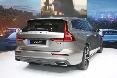 Volvo Unveiled the V60 as the BMW 3-Series Touring, Mercedes C-Class Wagon, and Audi A4 Avant Trembled with Fear - image 772799