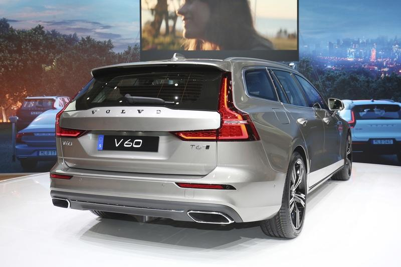 Volvo Unveiled the V60 as the BMW 3-Series Touring, Mercedes C-Class Wagon, and Audi A4 Avant Trembled with Fear Exterior - image 772799