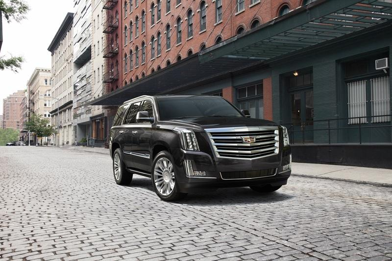 GM Offering As Much as $10,000 off the Escalade in Hopes Customers Will Forget About the New Lincoln Navigator