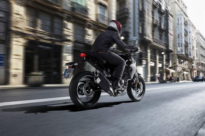 Honda is surprising us with the entry of the CB300R in July