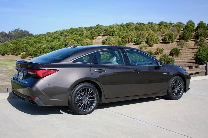 The Adaptive Suspension On The 2019 Toyota Avalon Works Wonders Exterior - image 778122