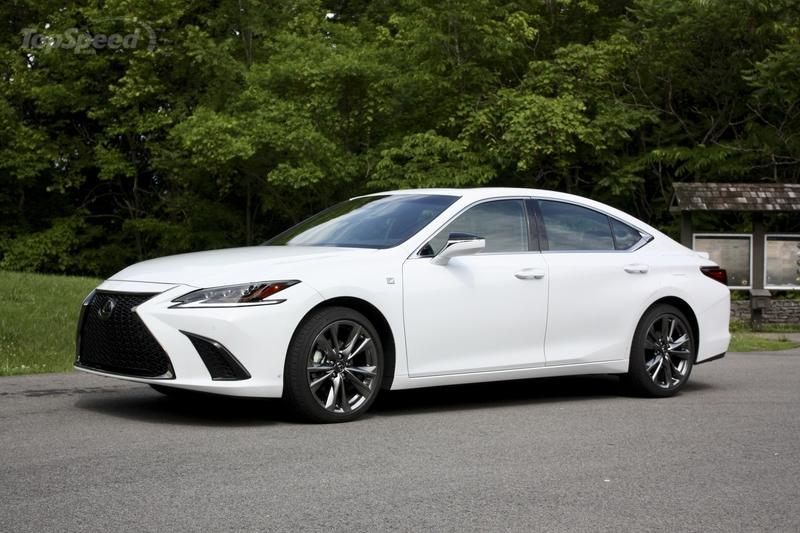 The 2019 Lexus ES Gets All-New Chassis, Drives Like A Champ
