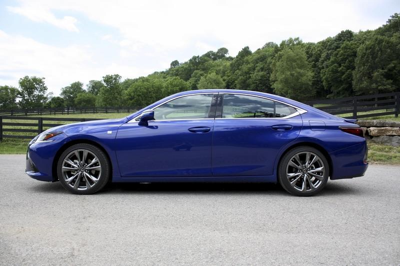 The 2019 Lexus ES Gets Some Tasty Performance Flavor With New F Sport Model