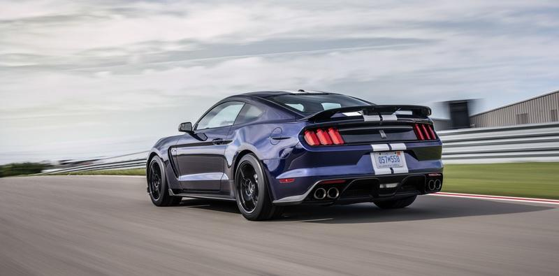 Ford Infuses the 2019 Mustang Shelby GT350 with Racing and GT500 DNA Exterior - image 783126