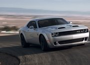 Hear a 2019 Dodge Challenger Hellcat Redeye Roar as It Scorches the Half-Mile - image 785397