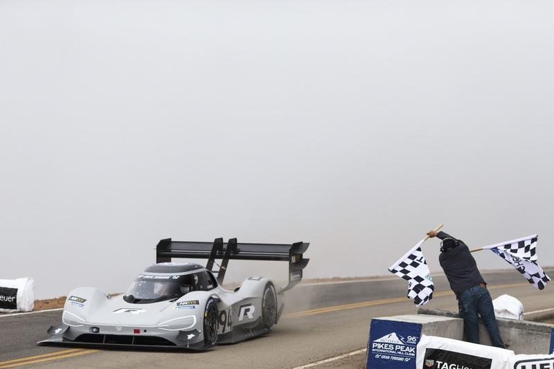 Romain Dumas and the Volkswagen I.D. R Pikes Peak Racer Shatter the Pikes Peak Time Attack Record - image 784721