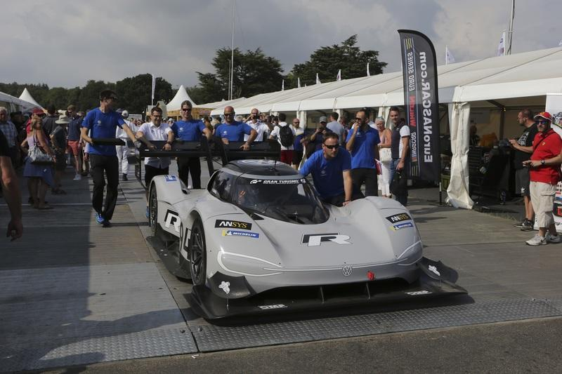 Volkswagen I.D. R Pikes Peak Breaks Electric Record at Goodwood FOS - image 787062