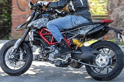 Ducati testing out a refreshed Hypermortard for 2019