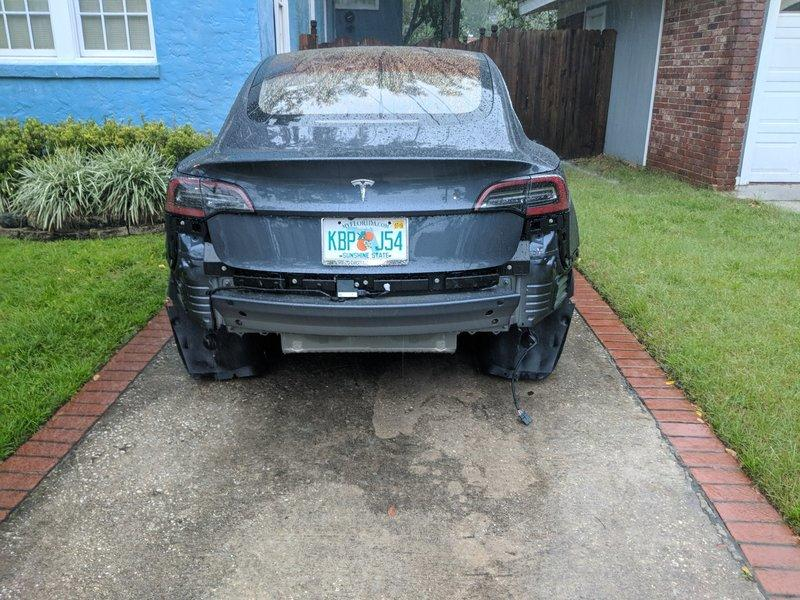 Tesla Model 3 Loses Bumper After Driving in the Rain