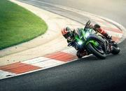 Kawasaki adds more power to their 2019 ZX-10R superbikes - image 794743