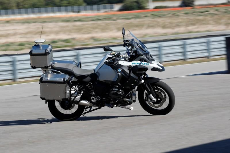 BMW showcases its first autonomous motorcycle