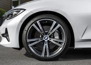Check Out the Self-Aligning Wheel Caps on the 2019 BMW 3 Series - image 798165