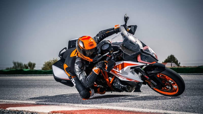 2019 KTM 1290 Super Duke GT - image 799923