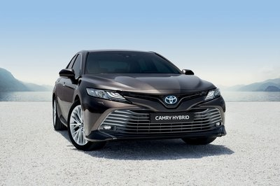 2020 Toyota Camry arrives in Europe - What are its chances against the Skoda Superb?