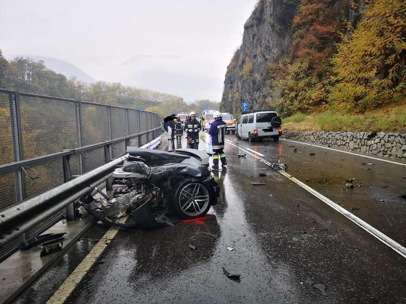 An Audi R8 Was Literally Ripped in Half After Colliding with a Volkswagen Van
