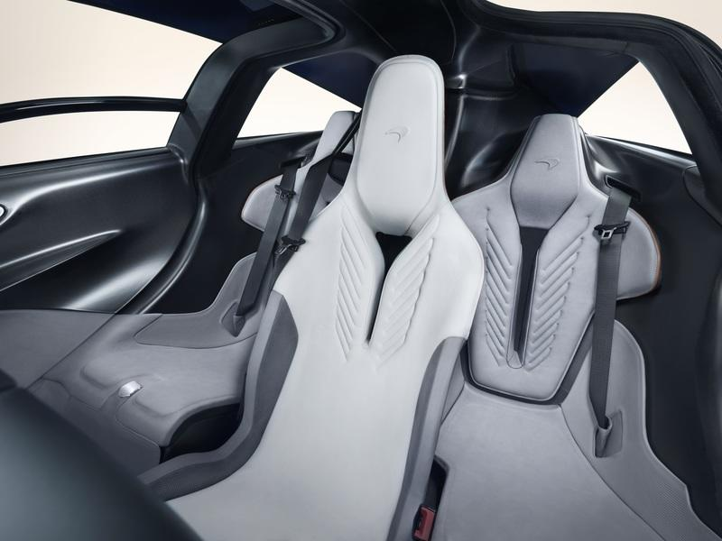 Ferrari SF90 Stradale vs McLaren Speedtail Interior - image 801976