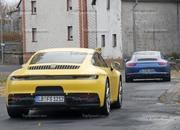 Porsche 911 992 caught testing next to the 991 - image 801604