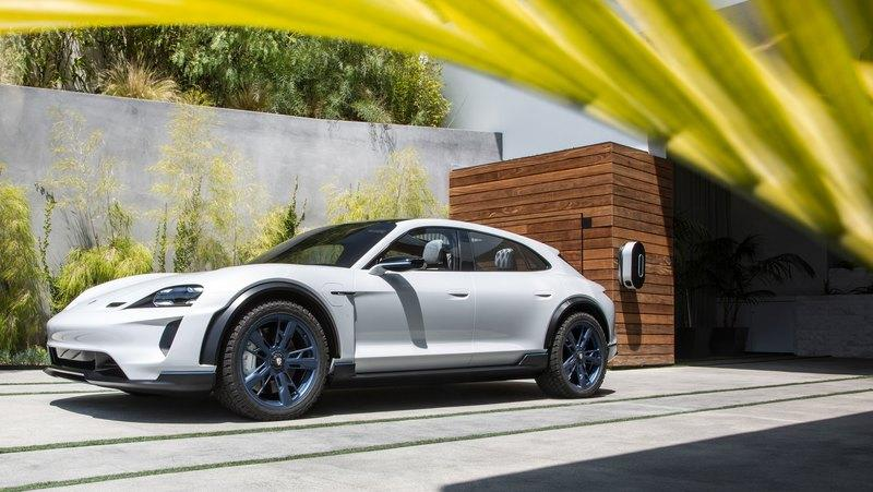 The Porsche E Cross Turismo Concept Will Become the Production Version of the Taycan SUV - image 801004