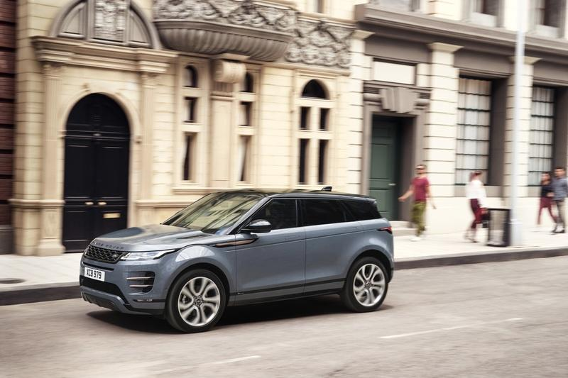 The 2020 Range Rover Evoque Has The Coolest Rear View Mirror Ever