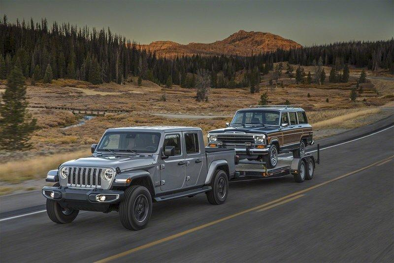 Here Are The first Offical Photos of the Jeep Gladiator