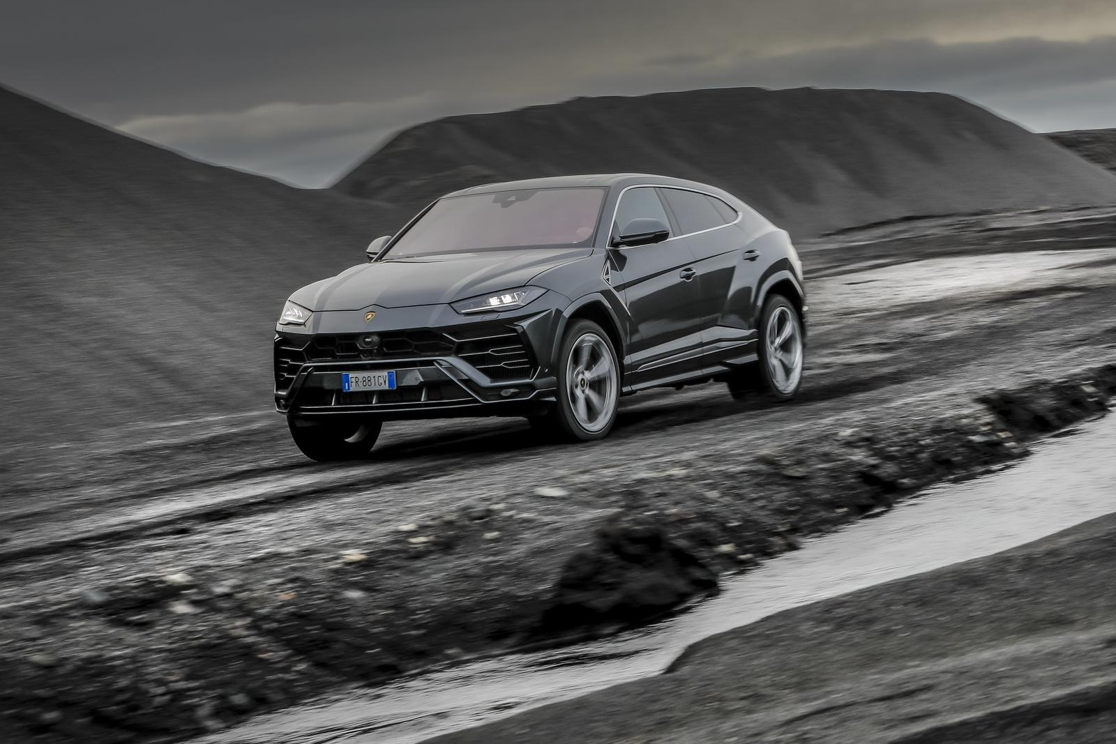 lamborghini urus reviews specs prices photos and videos top speed. Black Bedroom Furniture Sets. Home Design Ideas