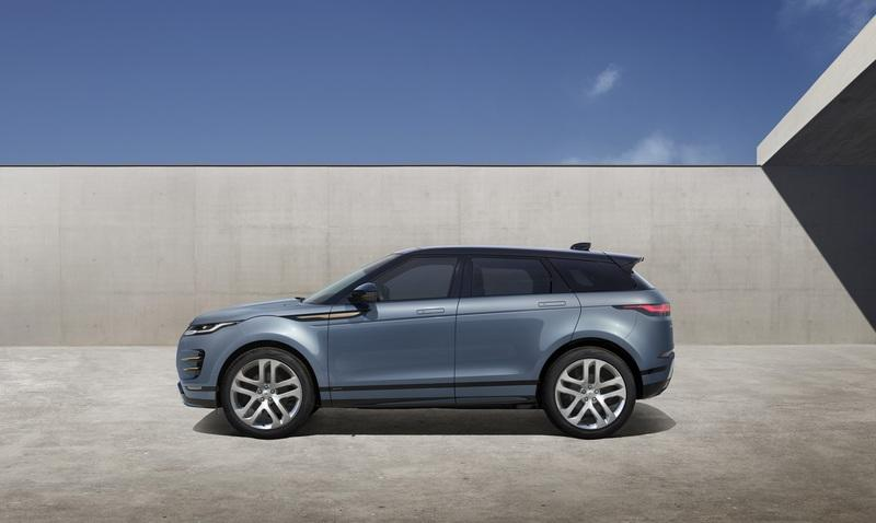 Land Rover Spent Almost £1 Billion To Give the Evoque a Mild Facelift and New Technology