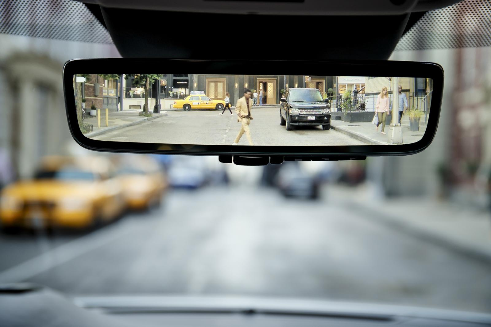 The 2020 Range Rover Evoque Has The Coolest Rear View ...